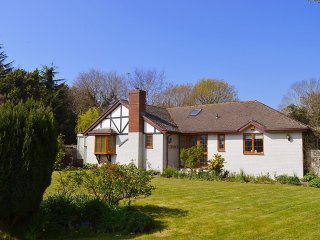 Florence - Peaceful village hideaway close to beach and harbour - Bembridge vacation rentals