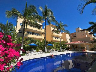 Beautiful Condo with access to the beach across the street - Flamingos vacation rentals