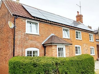 Cheyne Cottage, Devizes, Sleeps 6 (+2),  2 Bathrms - Devizes vacation rentals