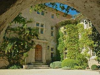 Nice Villa with Parking and Washing Machine - Gordes vacation rentals
