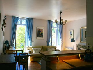 Bright 1 bedroom Bagneres-de-Luchon Apartment with Television - Bagneres-de-Luchon vacation rentals