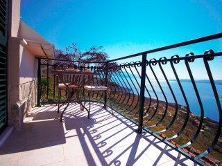 Lovely 2 bedroom Lokva Rogoznica House with Internet Access - Lokva Rogoznica vacation rentals