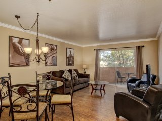 """Old Town"" 2 Bedroom / 2 Bath ❤️ Best Location for Shopping, Dining & Nightlife. - Scottsdale vacation rentals"