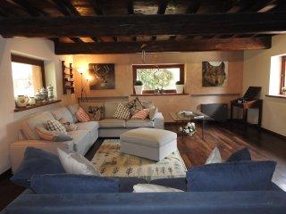 Bright 4 bedroom Villa in Fornovo di Taro - Fornovo di Taro vacation rentals