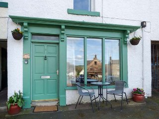 BUTTERCUP COTTAGE, pet-friendly, in town square, in Wooler, Ref 953378 - Wooler vacation rentals