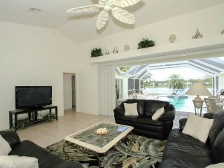3 Bedroom 2 Bath Briarwood Pool Home with Amazing Lake Views. 1490VL - Golden Gate vacation rentals