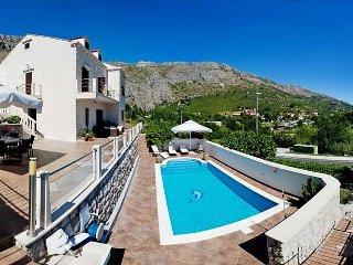 4 bedroom Villa in Dubrovnik Mokosica, South Dalmatia, Croatia : ref 2372111 - Komolac vacation rentals