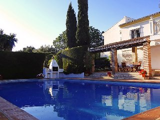 4 bedroom Villa in Mijas Costa, Costa del Sol, Spain : ref 2372162 - Mijas vacation rentals