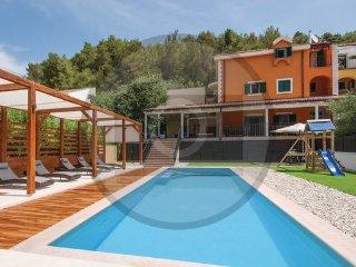 4 bedroom Villa in Sibenik-Skradin, Sibenik, Croatia : ref 2376150 - Skradin vacation rentals