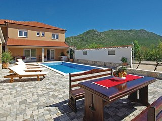 4 bedroom Villa in Makarska-Zavojane, Makarska, Croatia : ref 2376414 - Drvenik vacation rentals