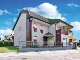 5 bedroom Villa in Velika Gorica, Zagreb, Croatia : ref 2376509 - Velika Gorica vacation rentals