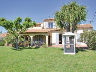 4 bedroom Villa in Sarrians, Vaucluse, France : ref 2377383 - Sarrians vacation rentals