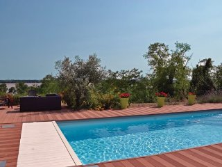 3 bedroom Villa in Bourg, Gironde, France : ref 2377505 - Bourg vacation rentals