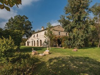 6 bedroom Villa in Macerata, Marches Countryside, Italy : ref 2377578 - Piediripa vacation rentals