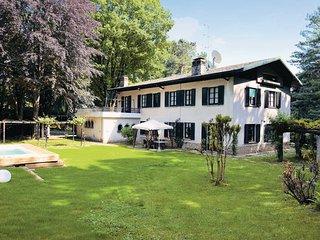 6 bedroom Villa in Sirtori - Lago di Como, Lake Como, Italy : ref 2377738 - Sirtori vacation rentals