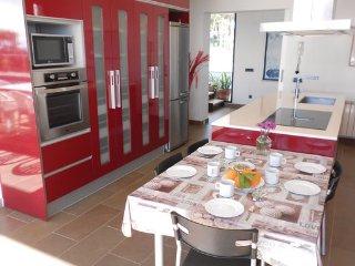 6 bedroom Villa in Arenys de Mar, Costa De Barcelona, Spain : ref 2378200 - Arenys de Mar vacation rentals