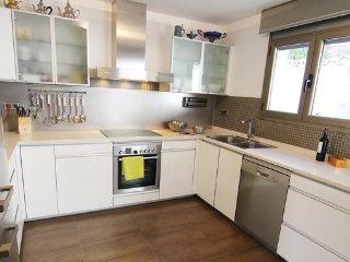 4 bedroom Villa in Calonge, Costa Brava, Spain : ref 2378380 - Calonge vacation rentals