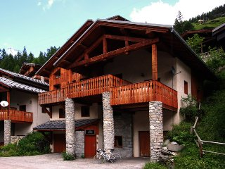 17 person chalet with hot tub and sauna in Tignes les Brevieres - Tignes vacation rentals
