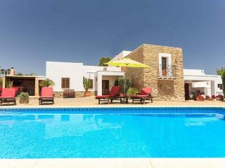 Careful house of Ibizan and colonial style located in the valley of Morna. - Es Codolar vacation rentals