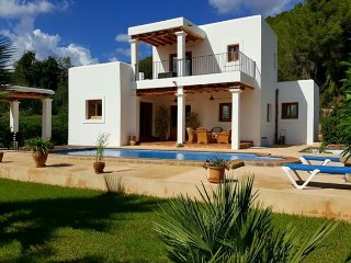 Beautiful house of Ibiza style located in the area of ​​San Carlos. - Es Codolar vacation rentals