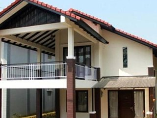 Villa Daisy At Villa Istana Bunga Parongpong - Lembang vacation rentals