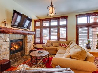 Dog-friendly rental with a shared hot tub and close to slopes! - Mammoth Lakes vacation rentals