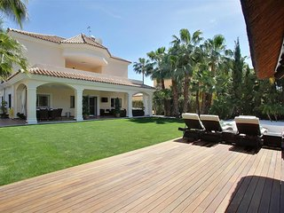 Modern detached villa with beach club style outdoor pool and indoor pool / spa - San Pedro de Alcantara vacation rentals