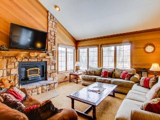 Comfortable family-friendly condo with shared swimming pool, hot tub, and sauna! - Mammoth Lakes vacation rentals