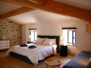 Le Grenier - Bourdeaux vacation rentals
