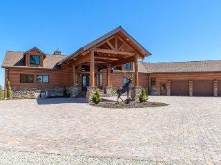 Elk Ridge Lodge, 5 BR 5 Bath, Sleeps 18 - Alton vacation rentals