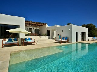 CAN ARABI: Spacious modern style house located near the beach of Cala Tarida. - Sant Josep De Sa Talaia vacation rentals