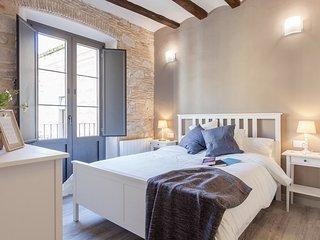 Sleep & Stay- Beautiful restored apt Bonaventura 4 - Girona vacation rentals