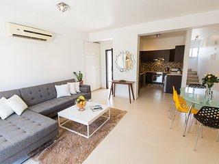 2 bedroom Condo with Deck in Germasogeia - Germasogeia vacation rentals