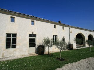 La Cannonerie No.2- La Boulangerie (3 bedrooms, Sleeps 6) - Reaux vacation rentals