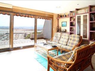 GOIZUT: Apartamento con piscina y con espectaculares vistas - Hondarribia vacation rentals