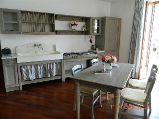 Nice 2 bedroom Isola Pescatori Condo with Central Heating - Isola Pescatori vacation rentals