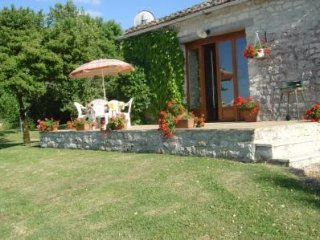 Apartment for 2 people with pool in quiet countryside location - Masquieres vacation rentals
