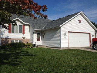 Four bedroom, 2 bath on quiet cul-de-sac - Owatonna vacation rentals