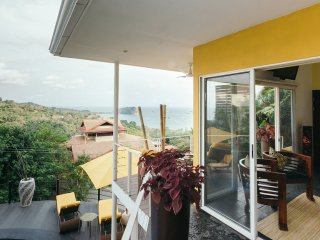 *Touch The Pacific! Designer Villa. Minutes to Beach & Town. 11 Years Experience - Manuel Antonio National Park vacation rentals