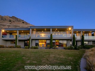 Hollywood-style living at prestigious Lake Hayes! - Queenstown vacation rentals