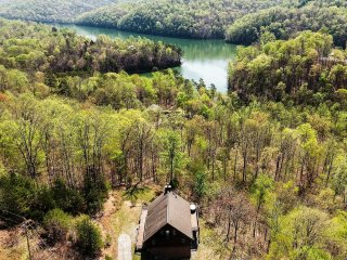 NEW-Prime 2BR+Loft New Tazewell Cabin w/Lake Views - New Tazewell vacation rentals