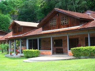 Um lugar ideal para retiros espirituais e eventos.Viva um encontro na natureza! - Cerro Azul vacation rentals