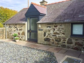 TY WOMS, stone-built, single-storey, pet welcome, romantic retreat, Abersoch - Abersoch vacation rentals