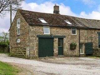 CROWDEN LEA BARN, stunning views, WiFi, bike storage, Edale, Ref 952066 - Edale vacation rentals