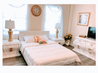 The Celestial Studio in Downtown LB, towels and snacks provide - Long Beach vacation rentals