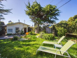 7 Arenal Ave is a cozy two bedroom, one bath cottage with beautiful garden. - Stinson Beach vacation rentals