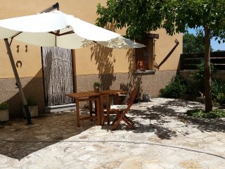 House with 4 rooms in Galapagares, with garden, furnished terrace and WiFi - Soria vacation rentals