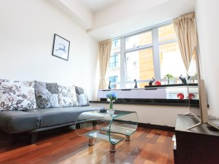 Lux 2 BathRm 3min WanChai MTR w/ Rooftop,Gym&Pool - Hong Kong vacation rentals