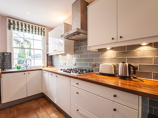 Spacious 5 Bed Ideally Located in the Heart of Historic Bath City Centre - Bath vacation rentals