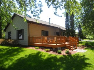 Cozy Year Around Lake Front Vacation Home - Oshkosh vacation rentals